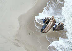 Shipwrecks caused by dense fog and strong winds along the Skeleton Coast